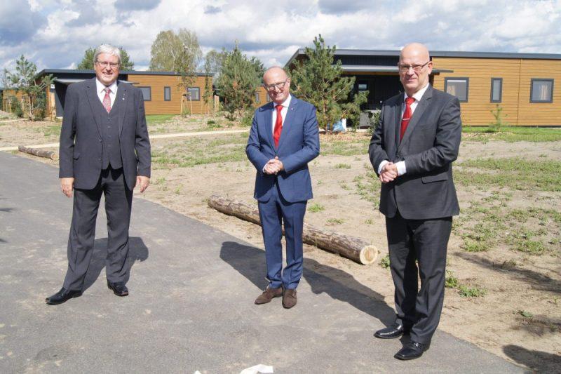 Wirtschaftsminister Jörg Steinbach, Parkchef/ Geschäftsführer Wouter Dekkers, Landrat des Dahme-Spreewald-Kreises Stephan Loge